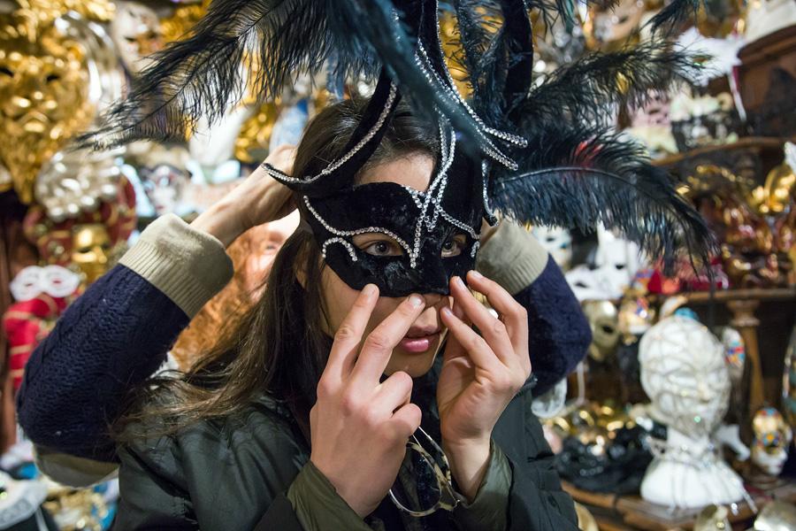 Mit Venezia Autentica eine Maske dekorieren
