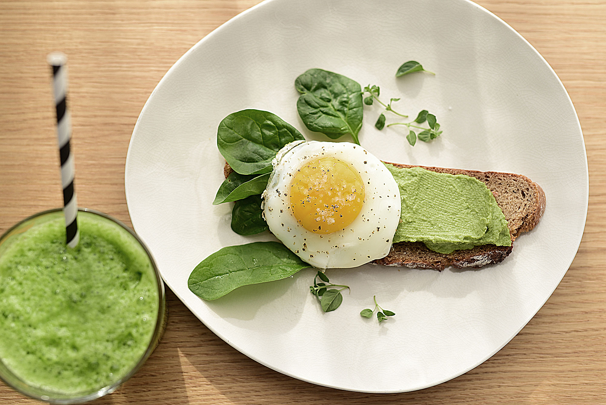 Ein gesundes Frühstück aus frischen Zutaten