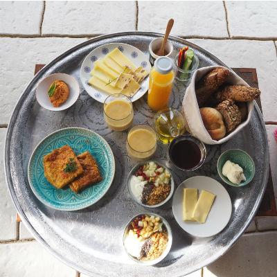 Frühstücken in der Morgensonne
