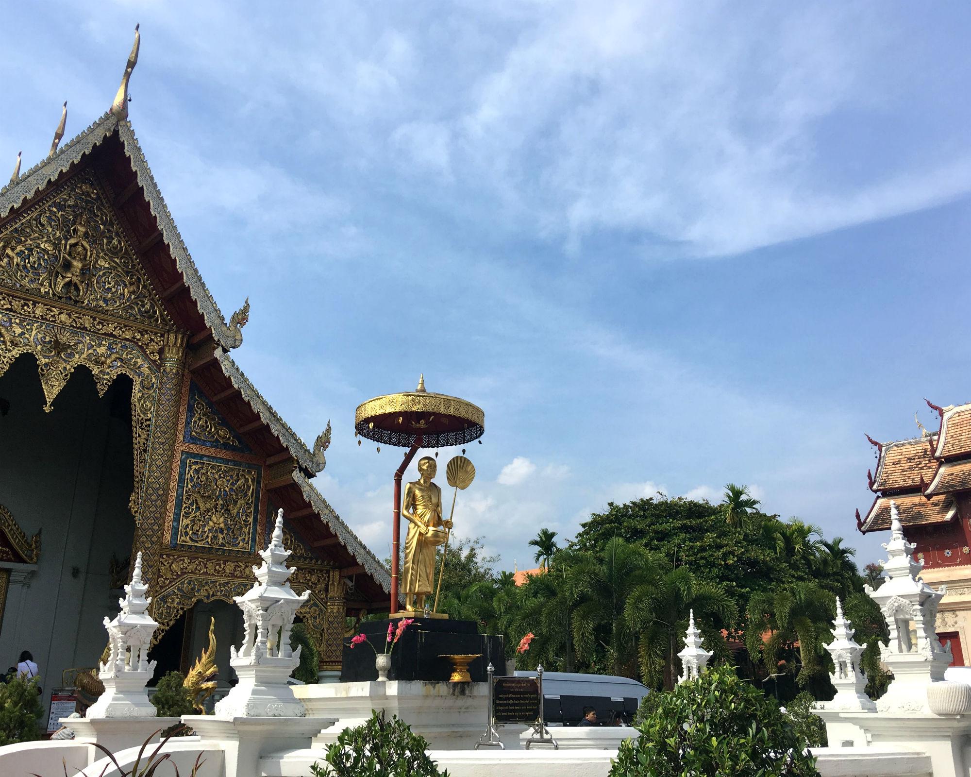 Ein Tempelbesuch sollte man sich nicht entgehen lassen, z.B. beim Wat Phra Singh