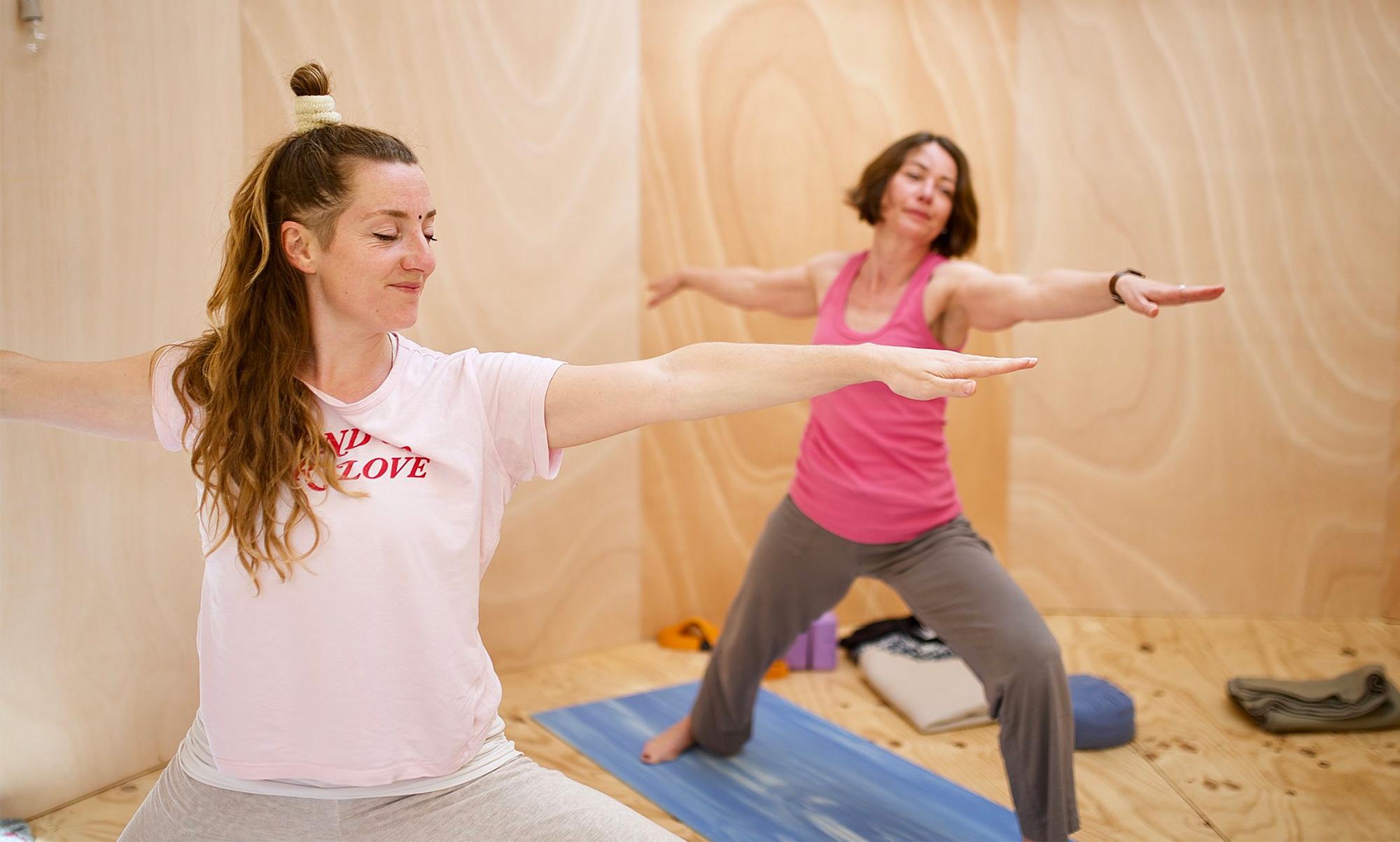 Den Tag mit einer Runde Yoga beginnen