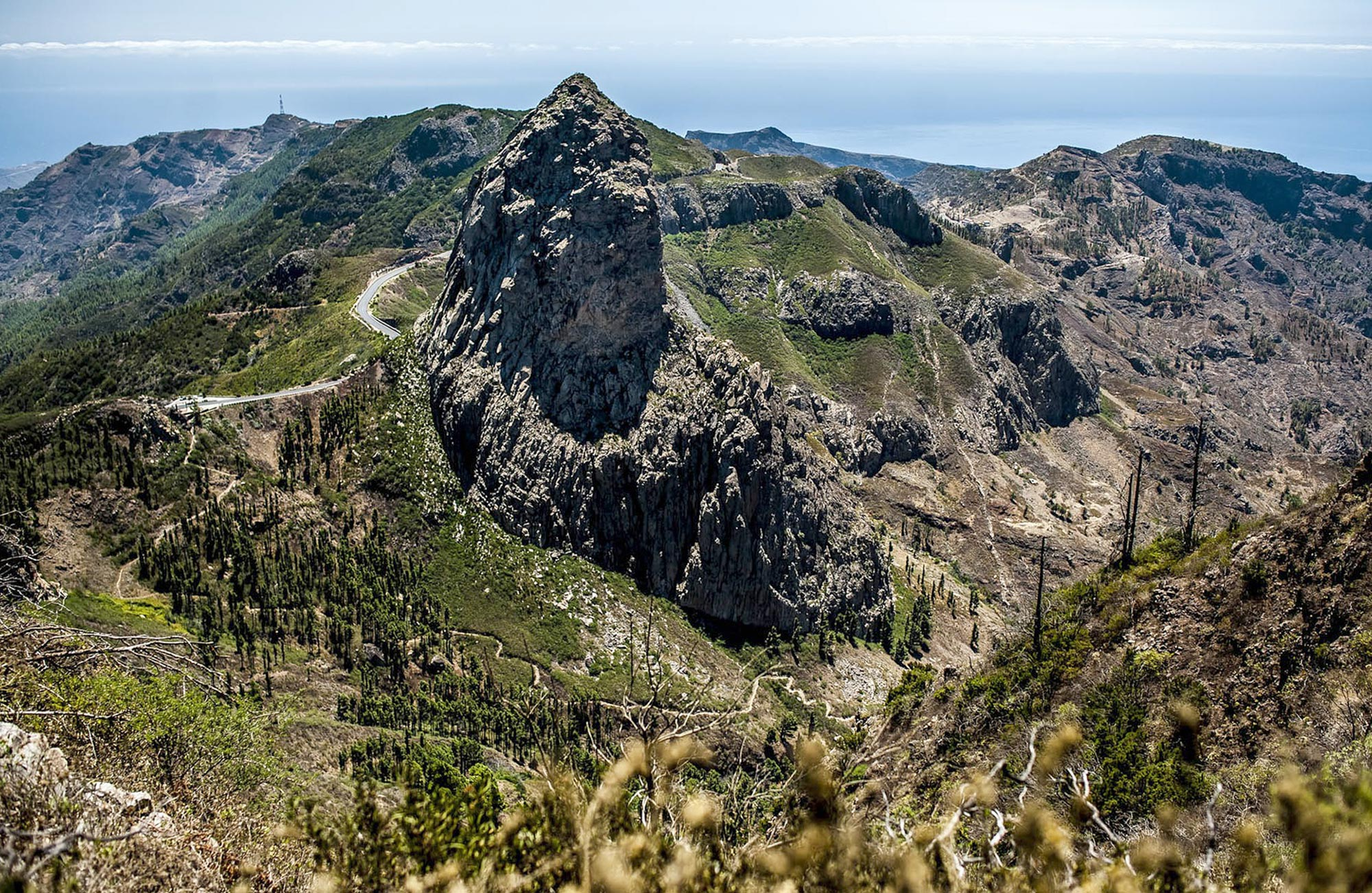 Die zerklüftete Gebirgslandschaft von La Gomera ist von Wanderwegen durchzogen