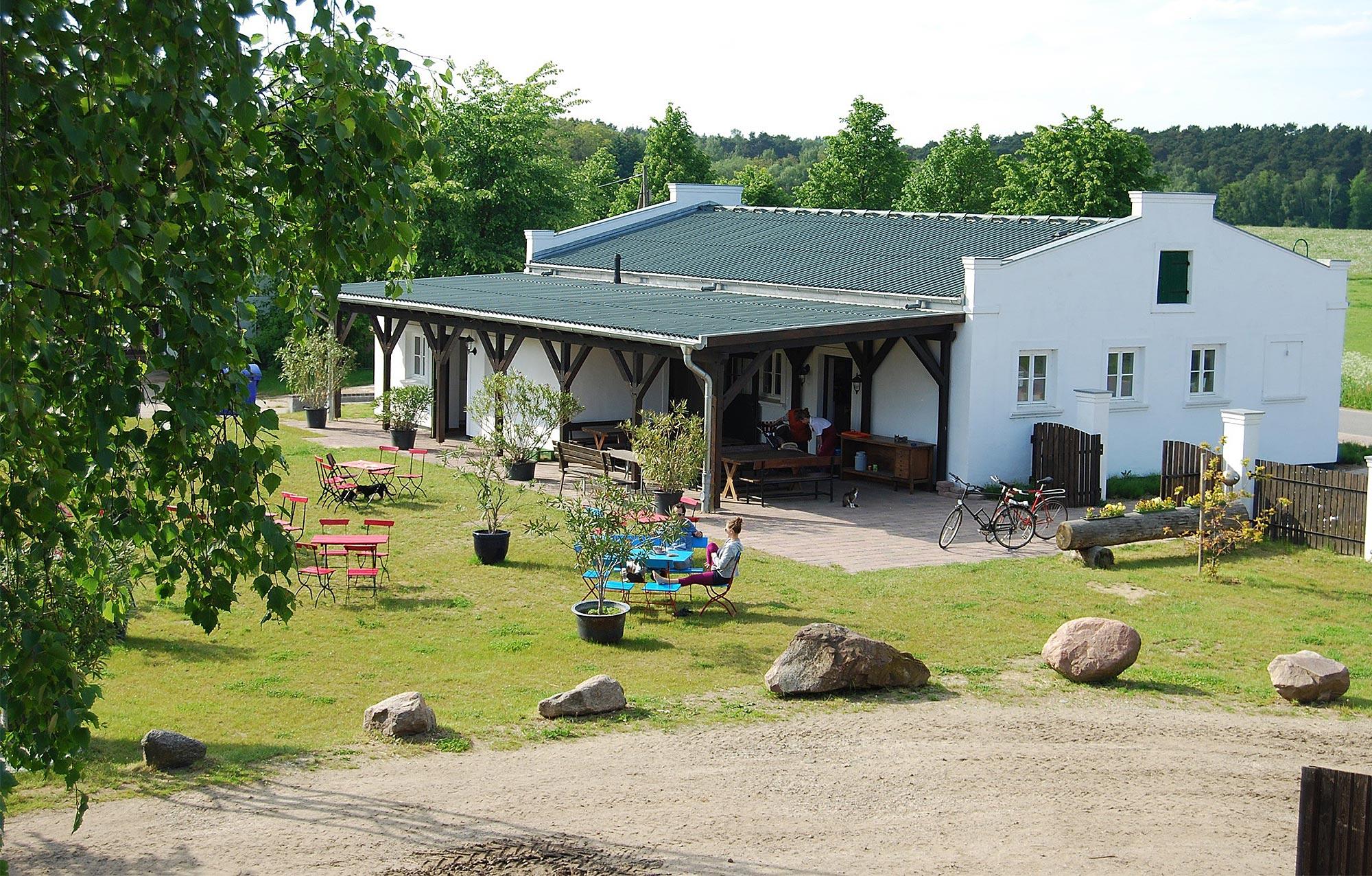 Die kleine Landküche des Ökodorf Brodowin serviert Speisen für den großen und kleinen Hunger