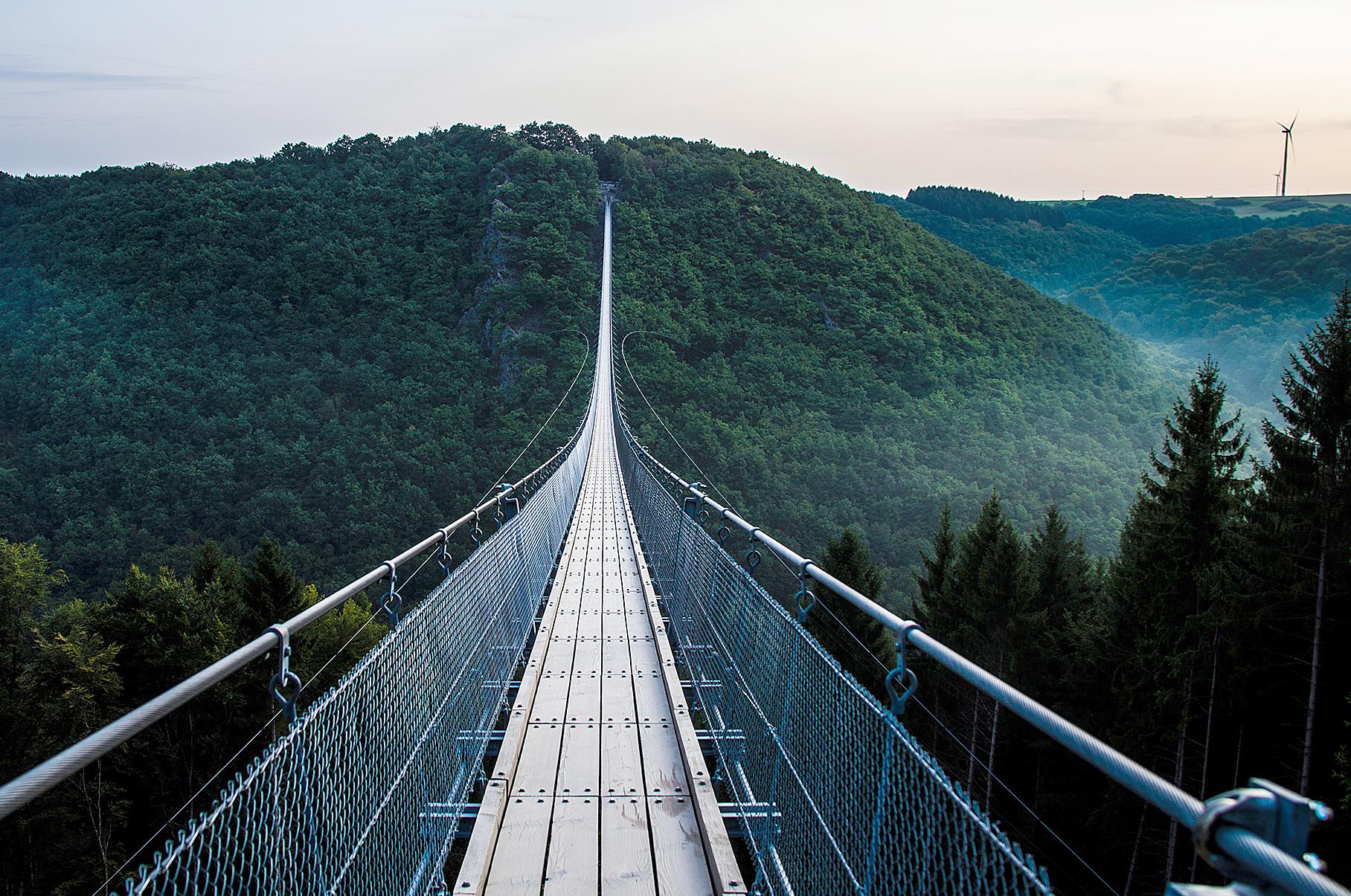 Die Hängebrücke in Hunsrück erinnert an die größte Fußgängerbrücke in der Schweiz