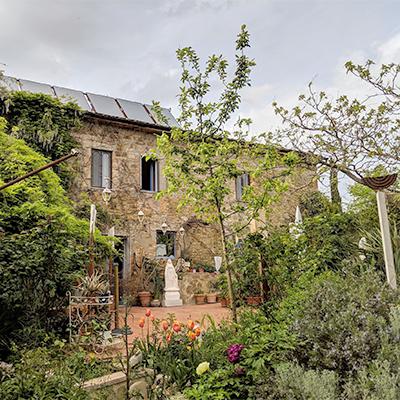 Die Villa La Rogaia liegt auf den grünen Hügeln Umbriens