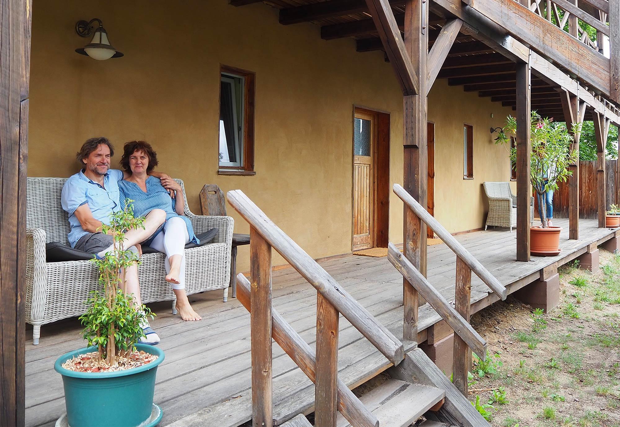 Mona und Andreas, die glücklichen Besitzer der Alten Schule Stegelitz