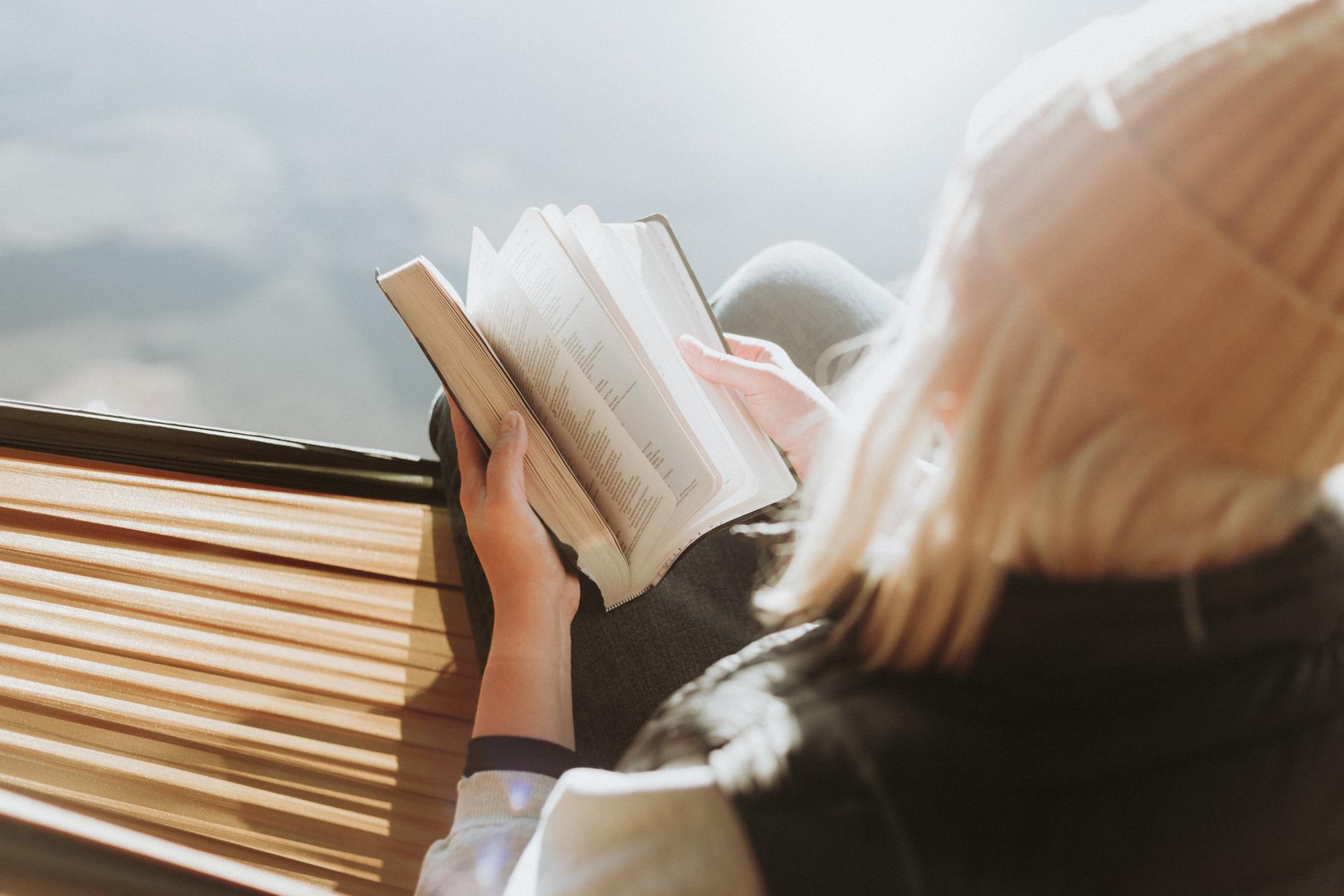 Lesen ist eine unserer Lieblingsbeschäftigungen auf Reisen