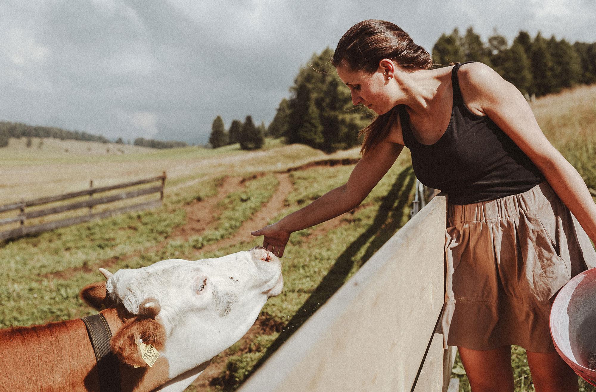 Wer möchte, kann sich bei der Farmarbeit aktiv einbringen