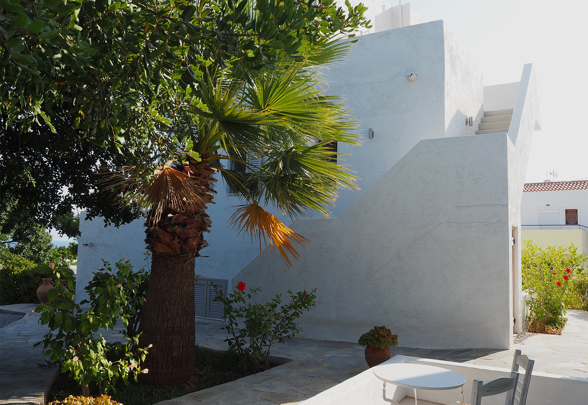 Die weiße Villa Zoe ist ein Herzensprojekt der beiden