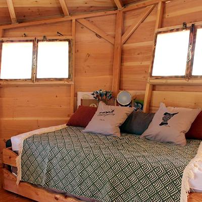 Gemütlich wird es in den Baumhäusern von Camping Sorguette