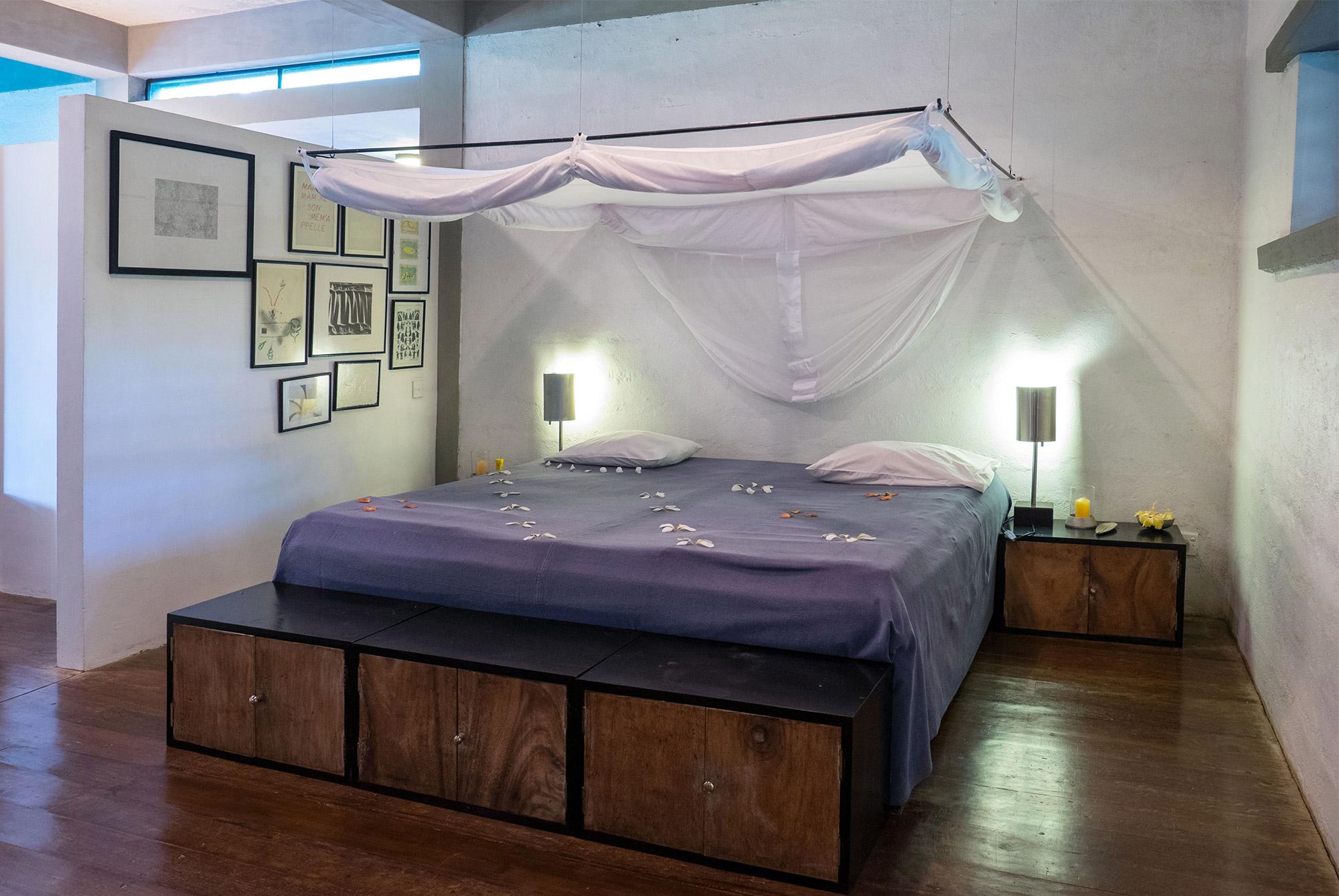Bett im Gardenloft im Ayurveda Resort der one world foundation in Ahungalla, Sri Lanka, Foto: Andrea Alessandri