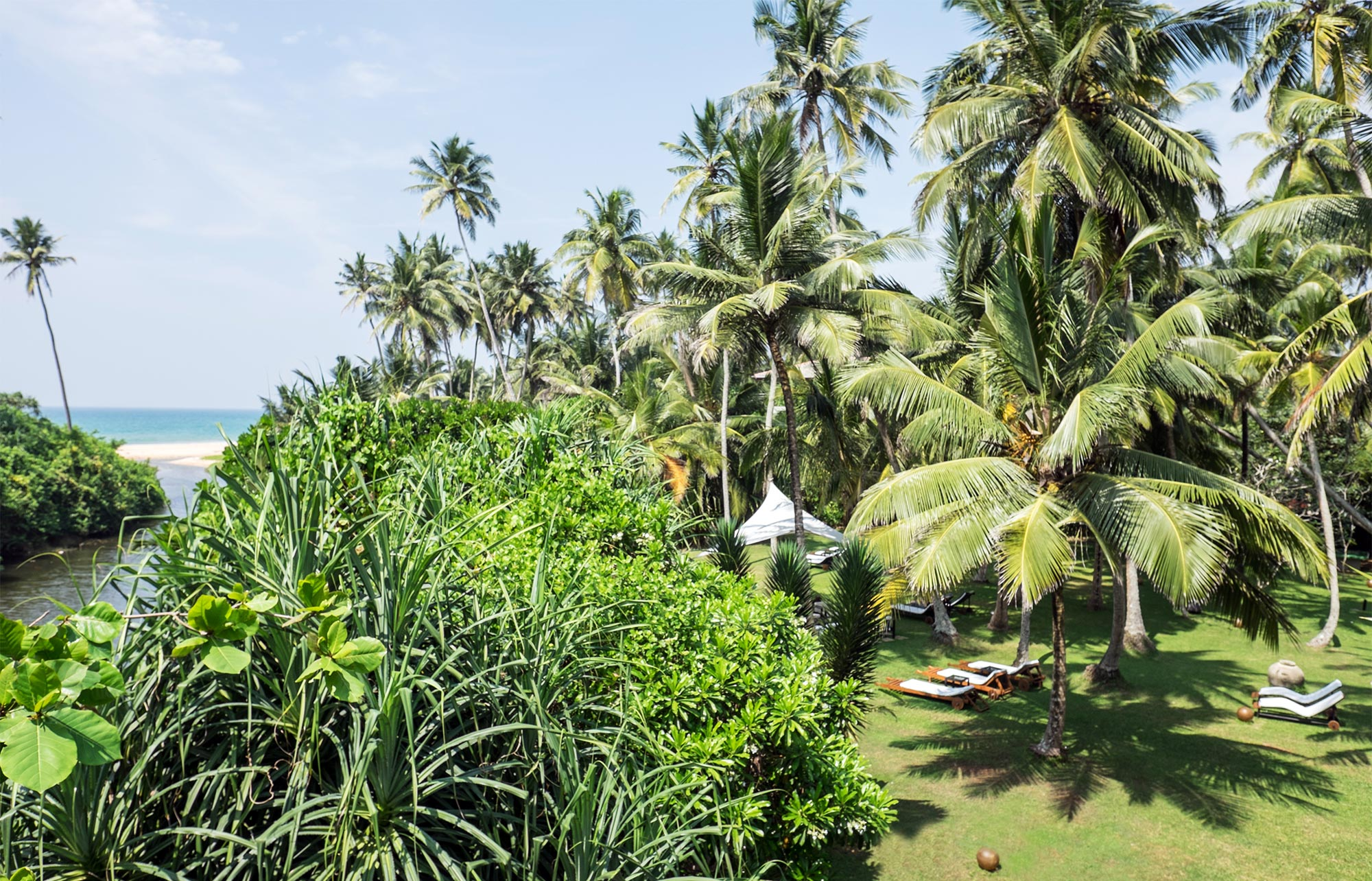 Gartenanlage des Ayurveda Resorts der one world foundation in Ahungalla, Sri Lanka, Foto: Andrea Alessandri
