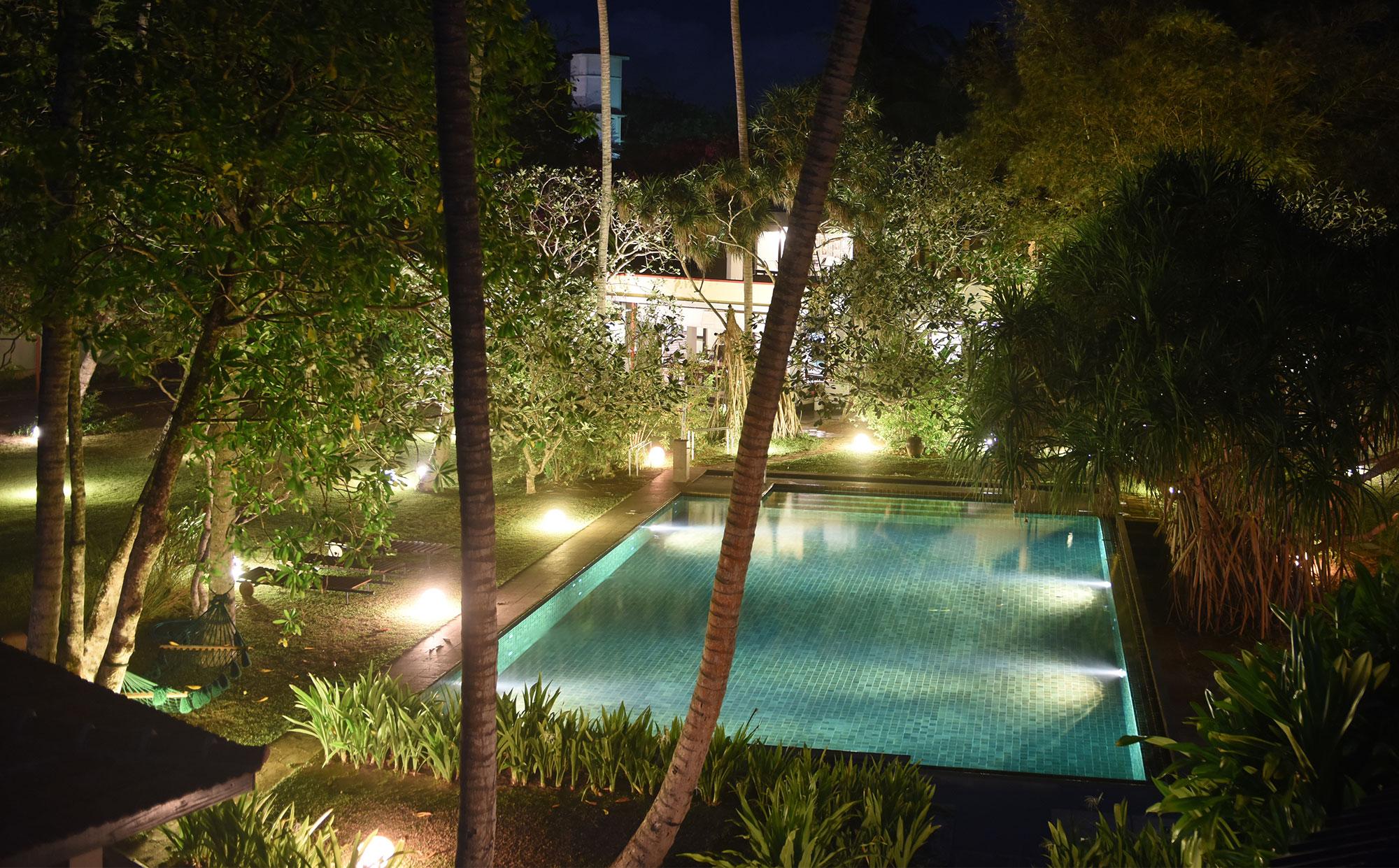 Swimmingpool im Ayurveda Resort der one world foundation in Ahungalla, Sri Lanka, Foto: Sofie Knijff