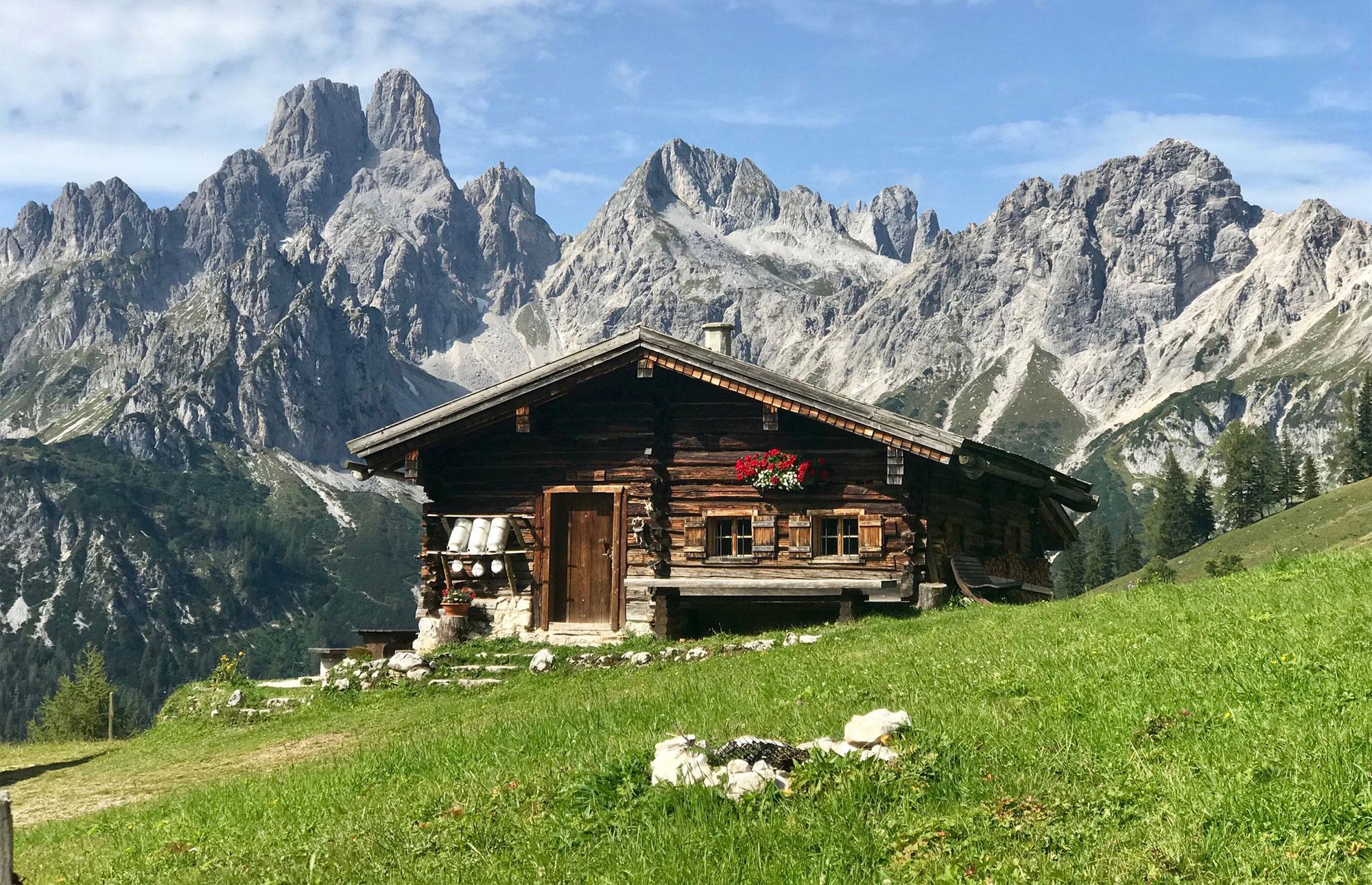 Eine nicht ganz freiwillige Auszeit in den Bergen erleben gerade die Gastgeber der gleichnamigen Unterkunft