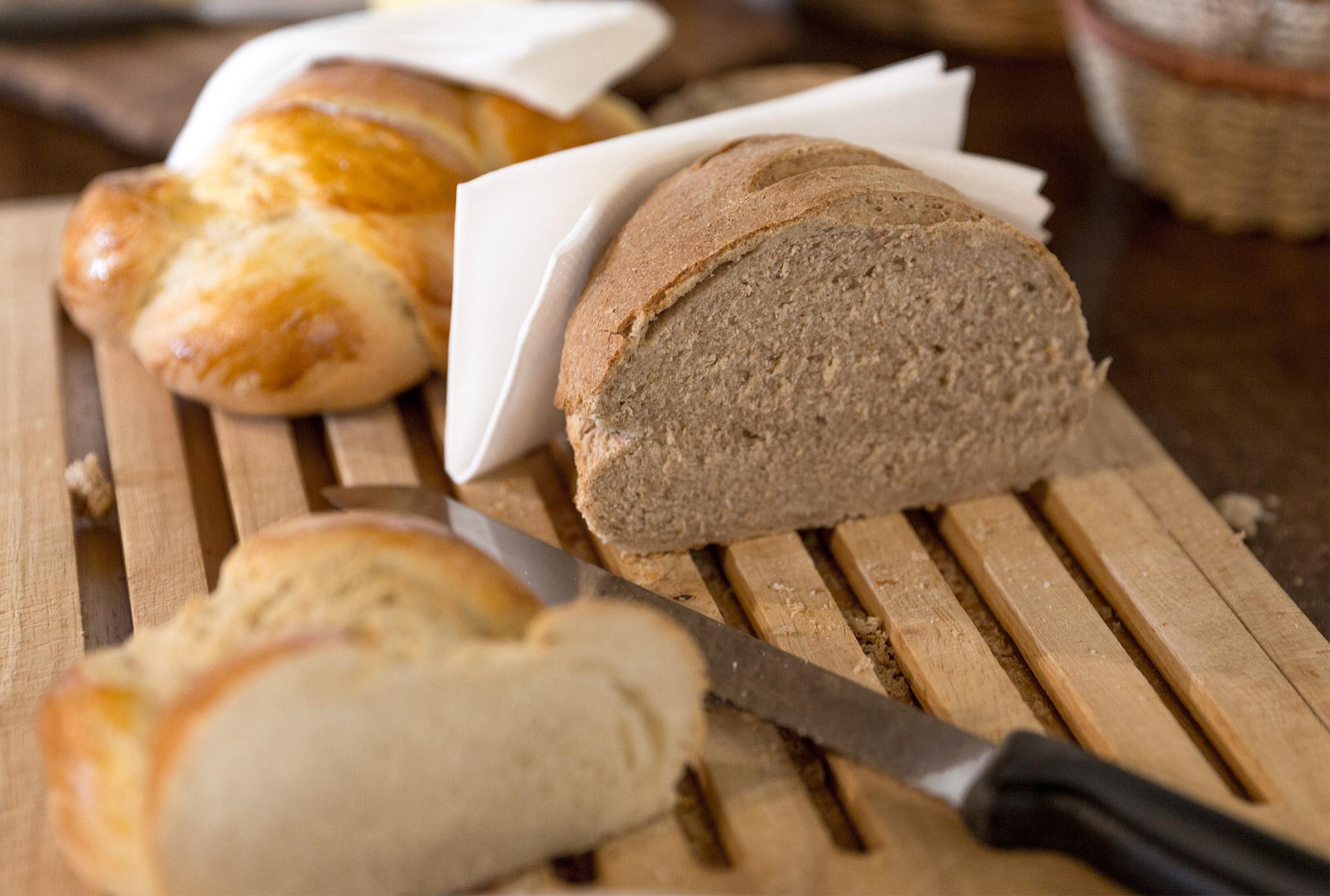 Die Konfitüre schmeckt vorzüglich auf frisch gebackenem Brot