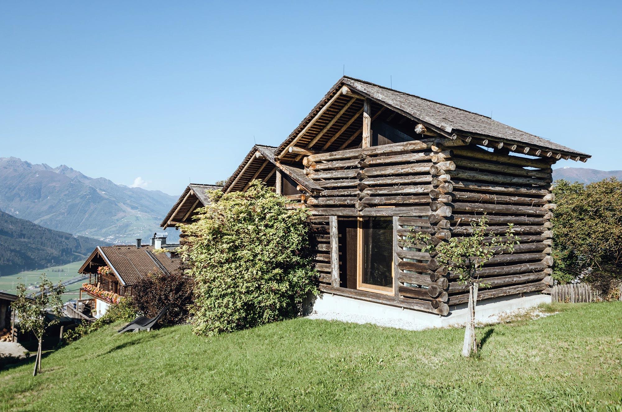 Die hübschen Holzhütten vom Taxhof