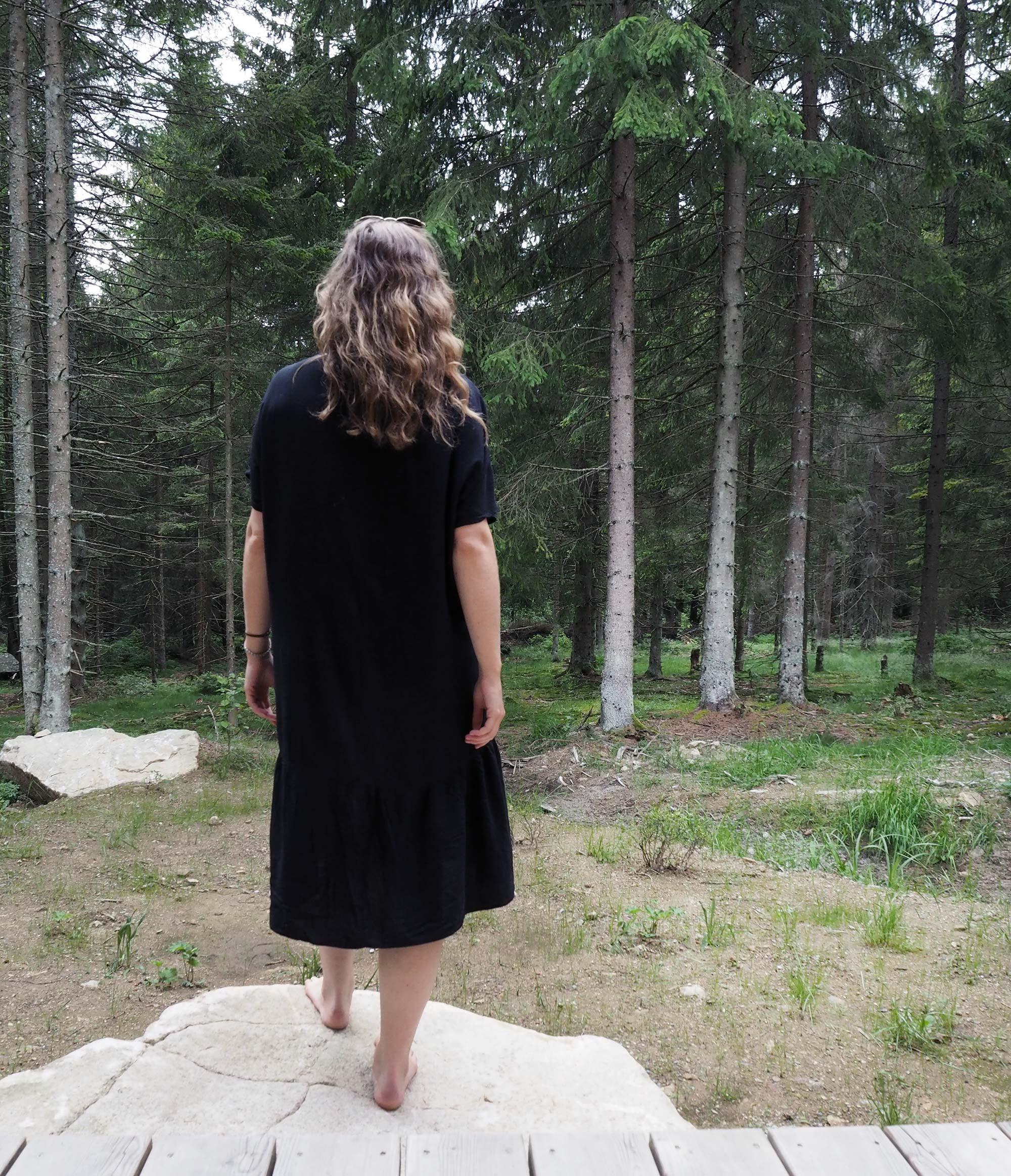 Von den Hütten genießt man einen wunderbaren Blick in den Wald