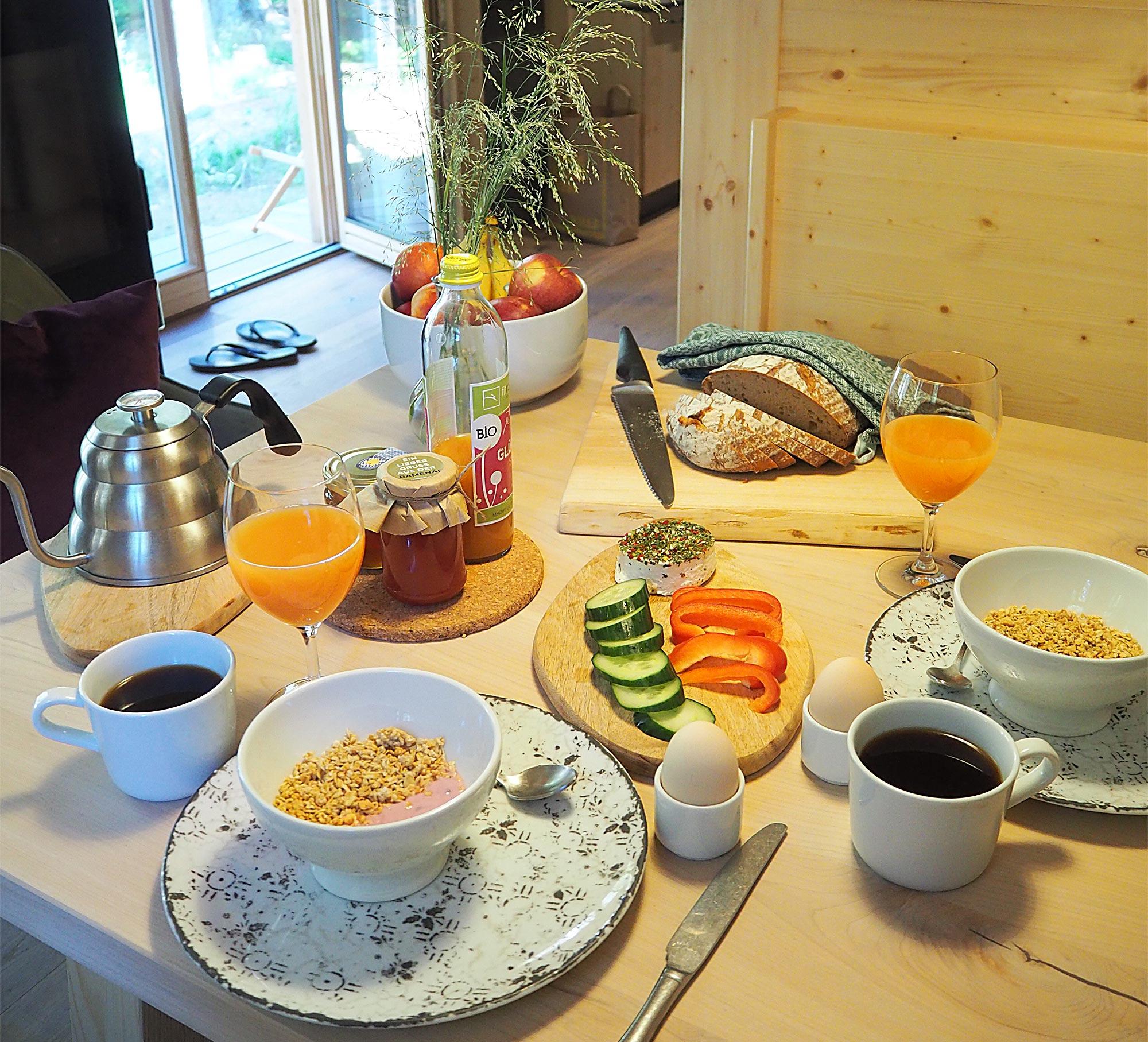 Ausgiebiges Frühstück mit Zutaten vom Waldlerpaket
