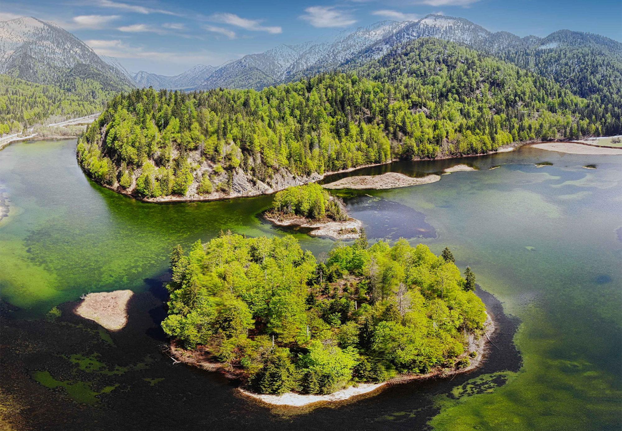 Neben Meeresinseln gibt es in Deutschland auch unzählige Inseln in Flüssen und Seen wie hier die Inseln im Weitsee