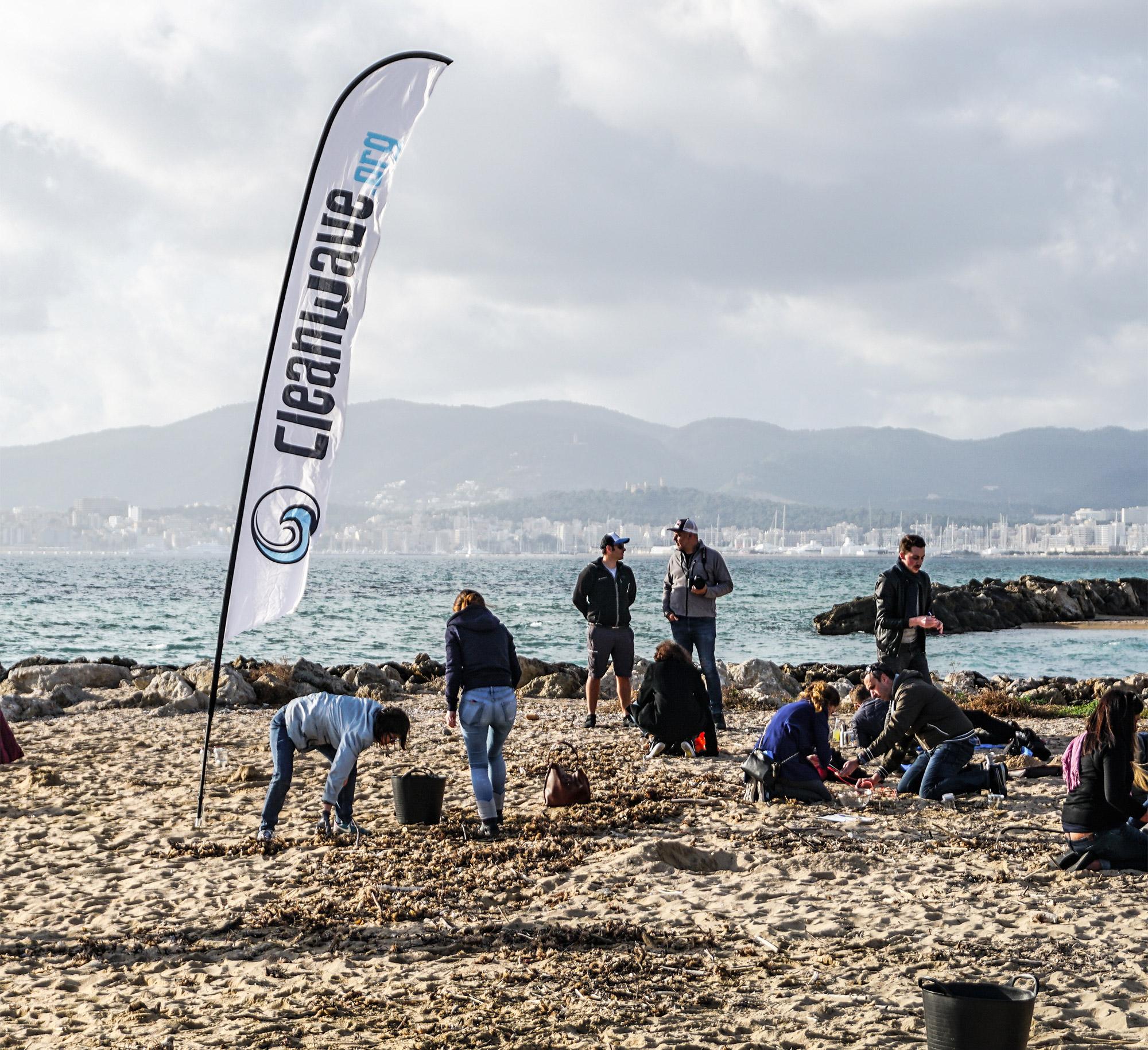 Ein von Cleanwave organisiertes Beach Cleanup