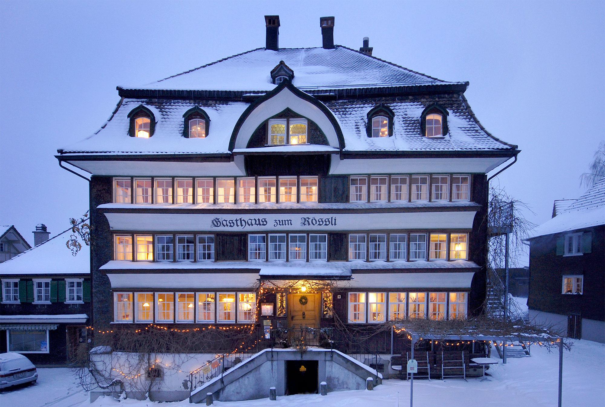Winter exterior view of the Rössli Mogelsberg