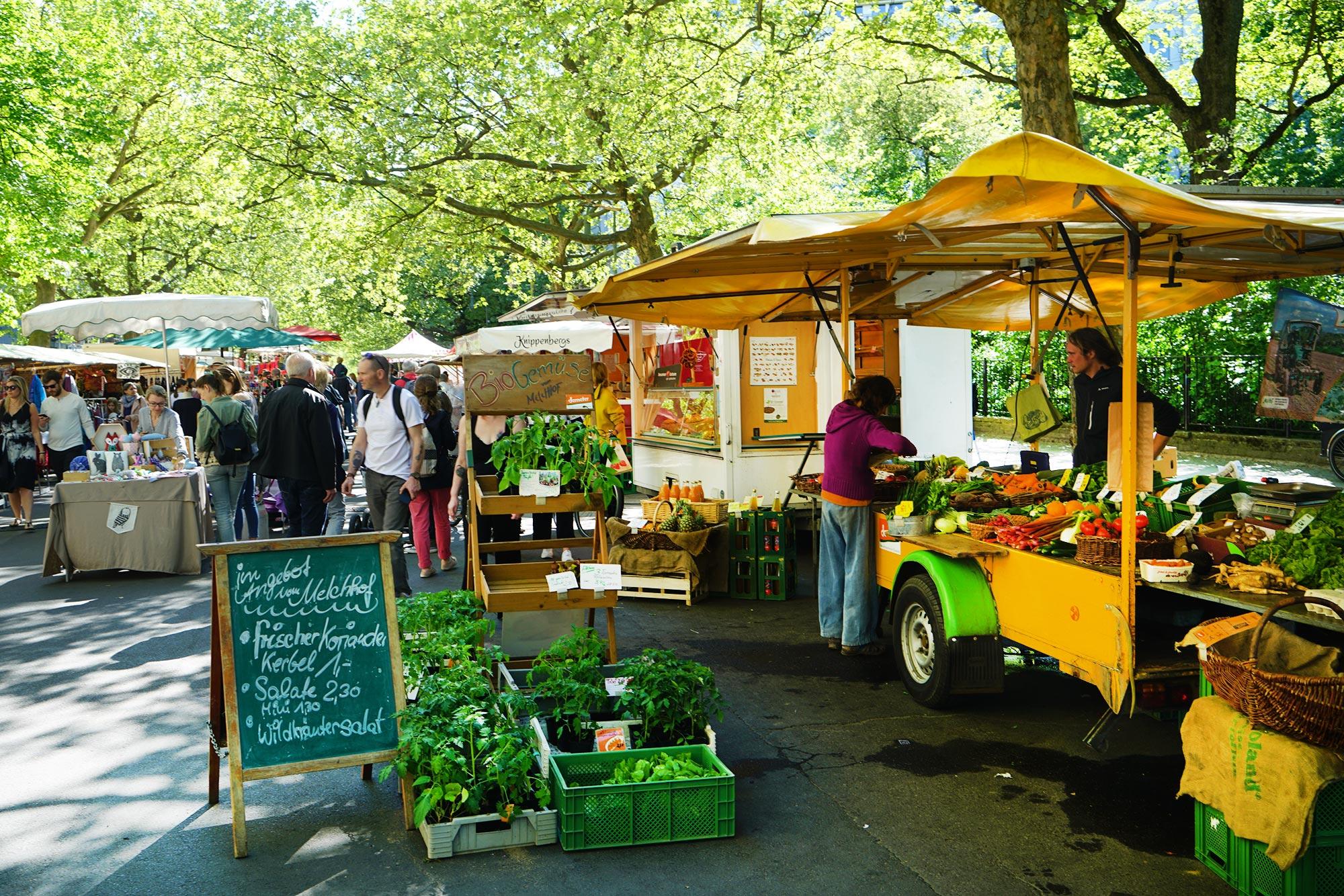 Der Ökomarkt auf dem Kollwitzplatz bietet frische Lebensmittel aus der Umgebung