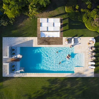 Am coolen Poolbereich von Oliveto Estate erfrischen