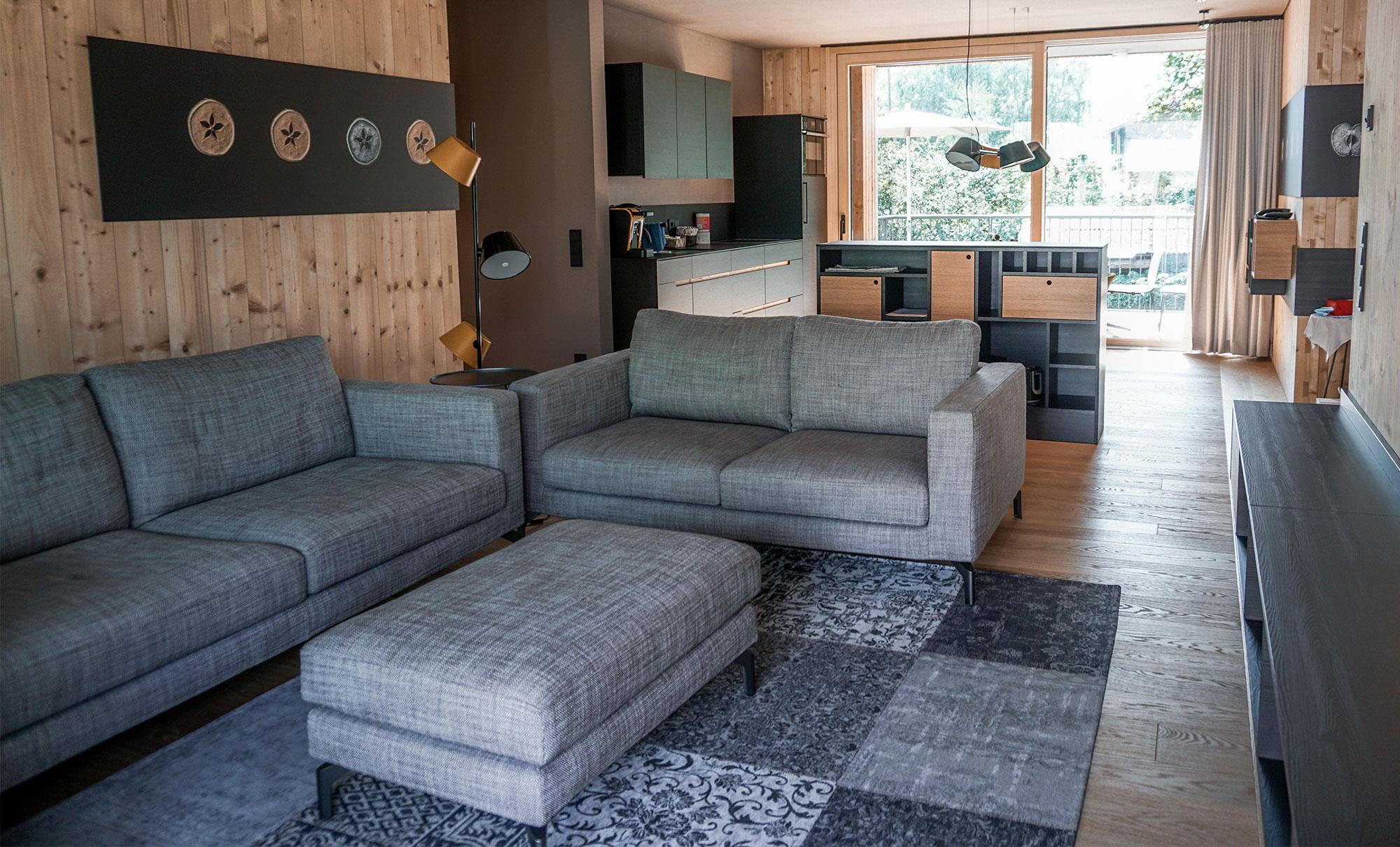 Das gemütliche Wohnzimmer gibt viel Raum für die Bedürfnisse