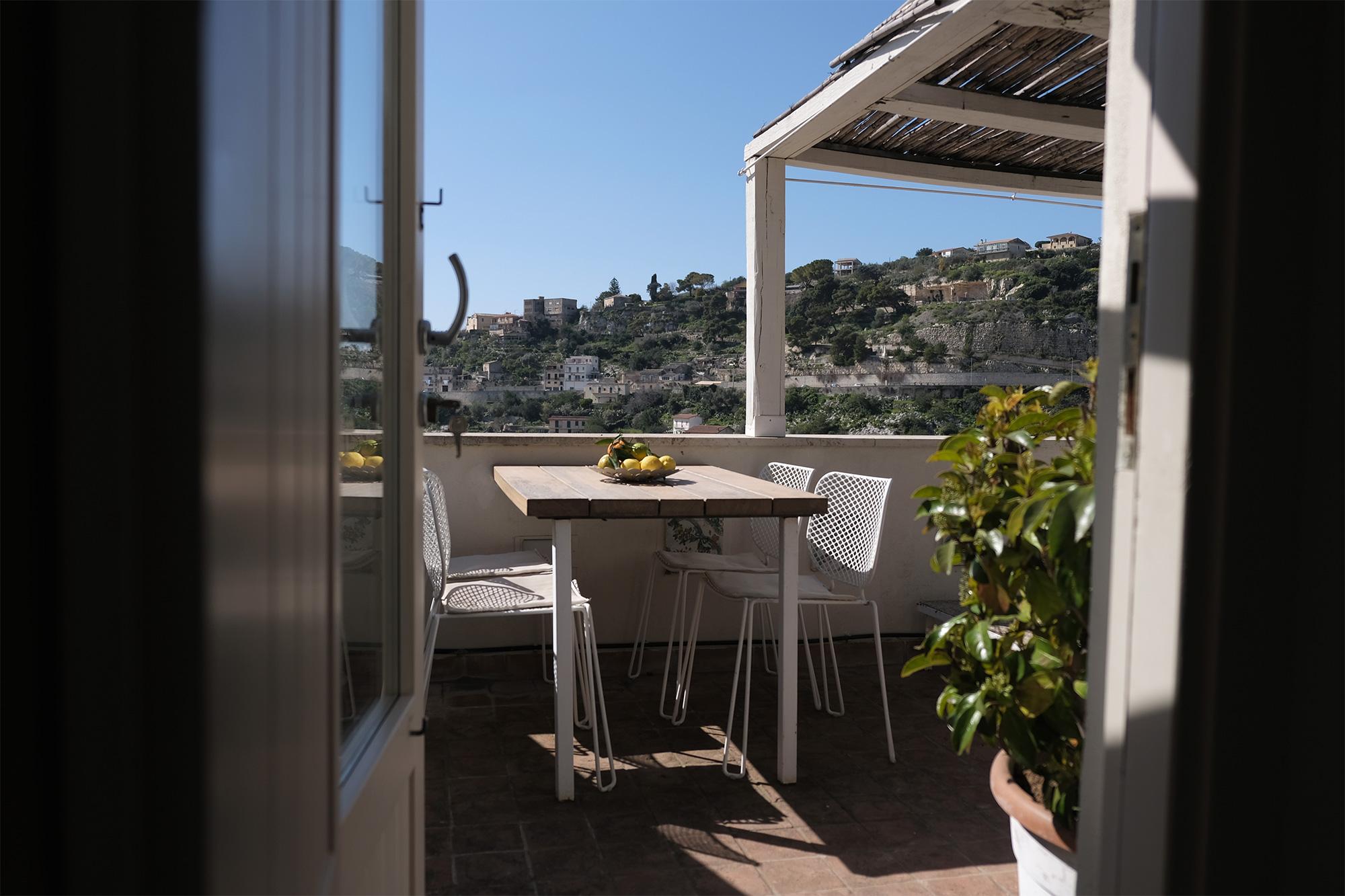 Blick auf die Dachterasse in der Casa Kimiyà