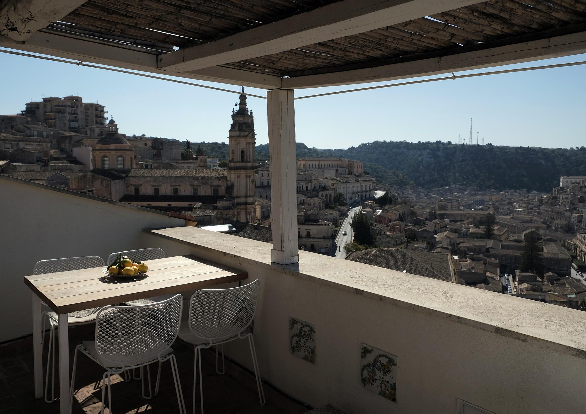 Entspannte Stunden auf der Dachterrasse verbringen
