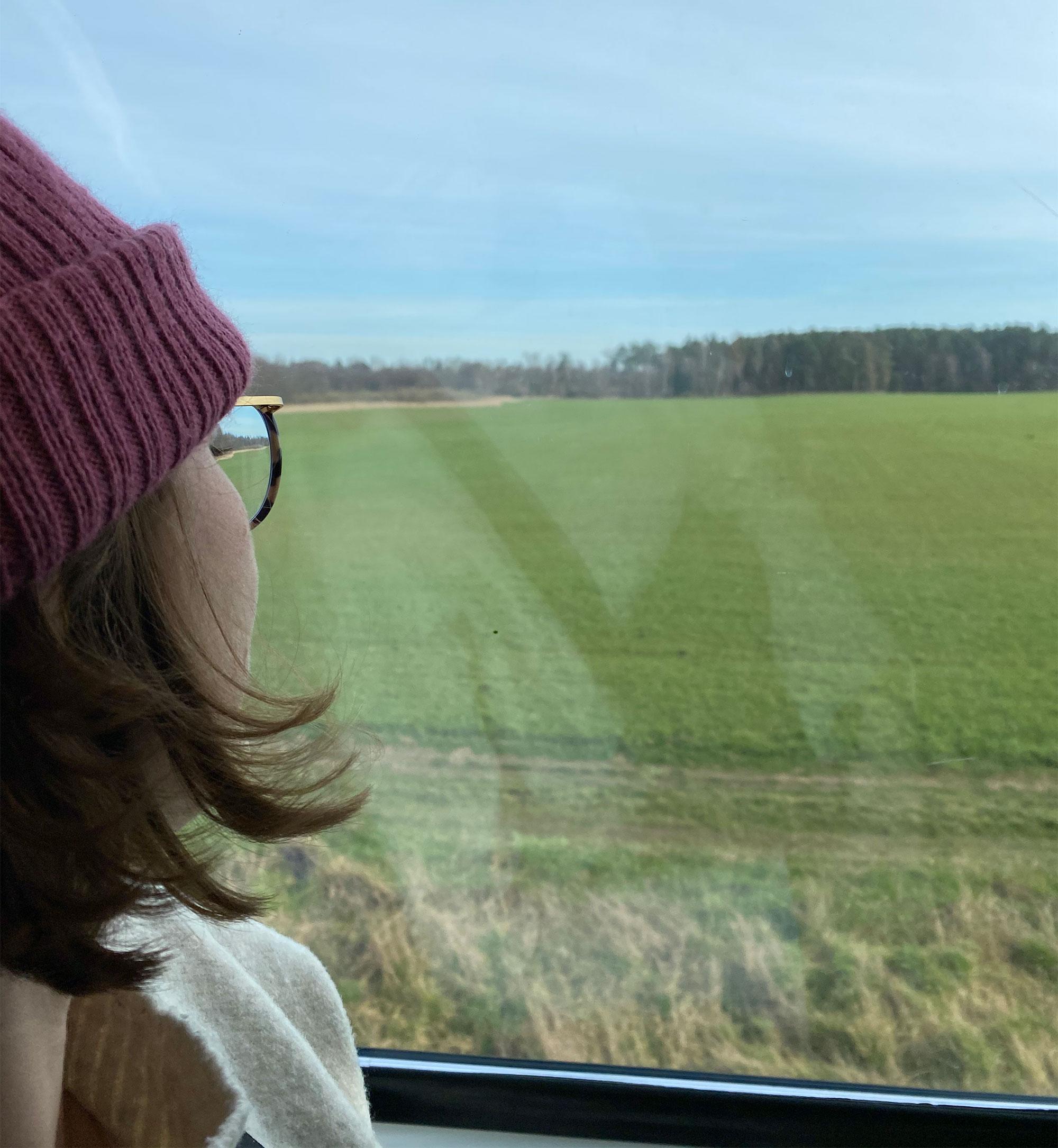 Luise, Mitgründerin von NoMoreFlights, im Zug