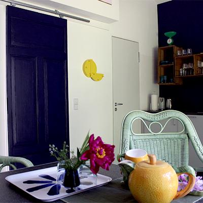 Farbtupfer geben dem Haus einen eigenen Charme
