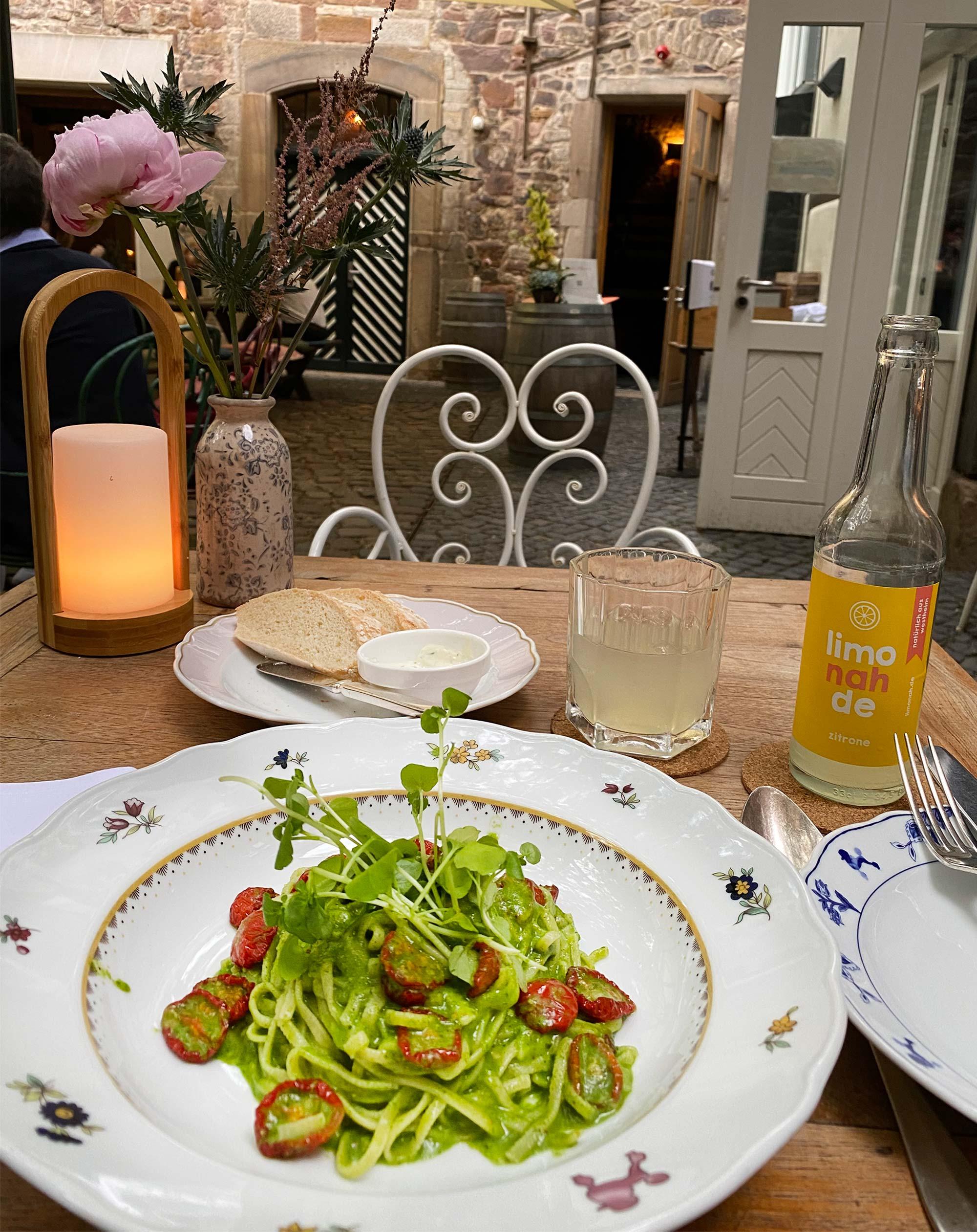 Speisen im Außenrestaurant