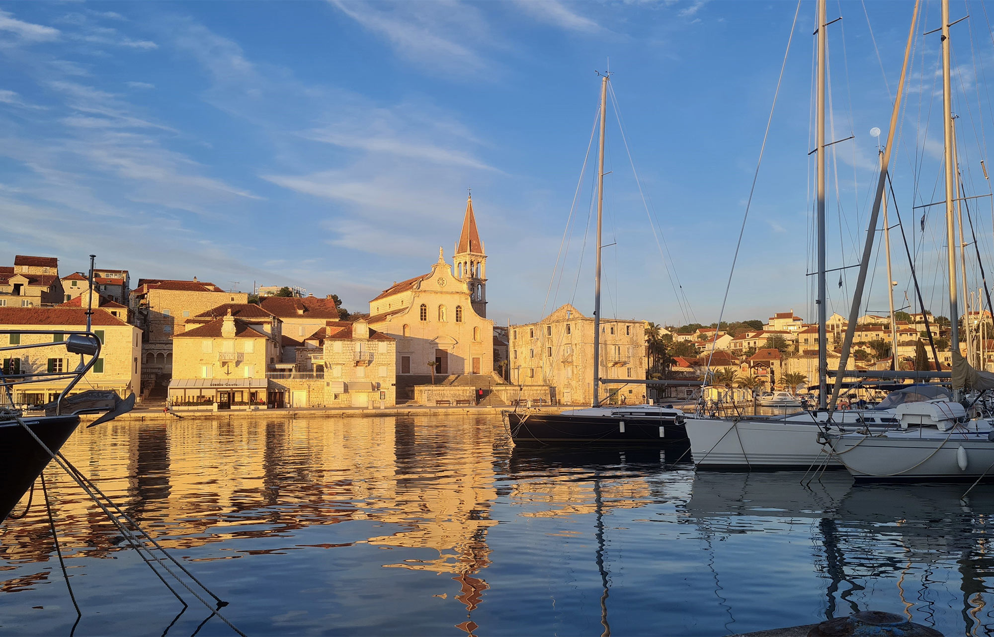 Die Hafenortschaft Milna auf der Insel Brac