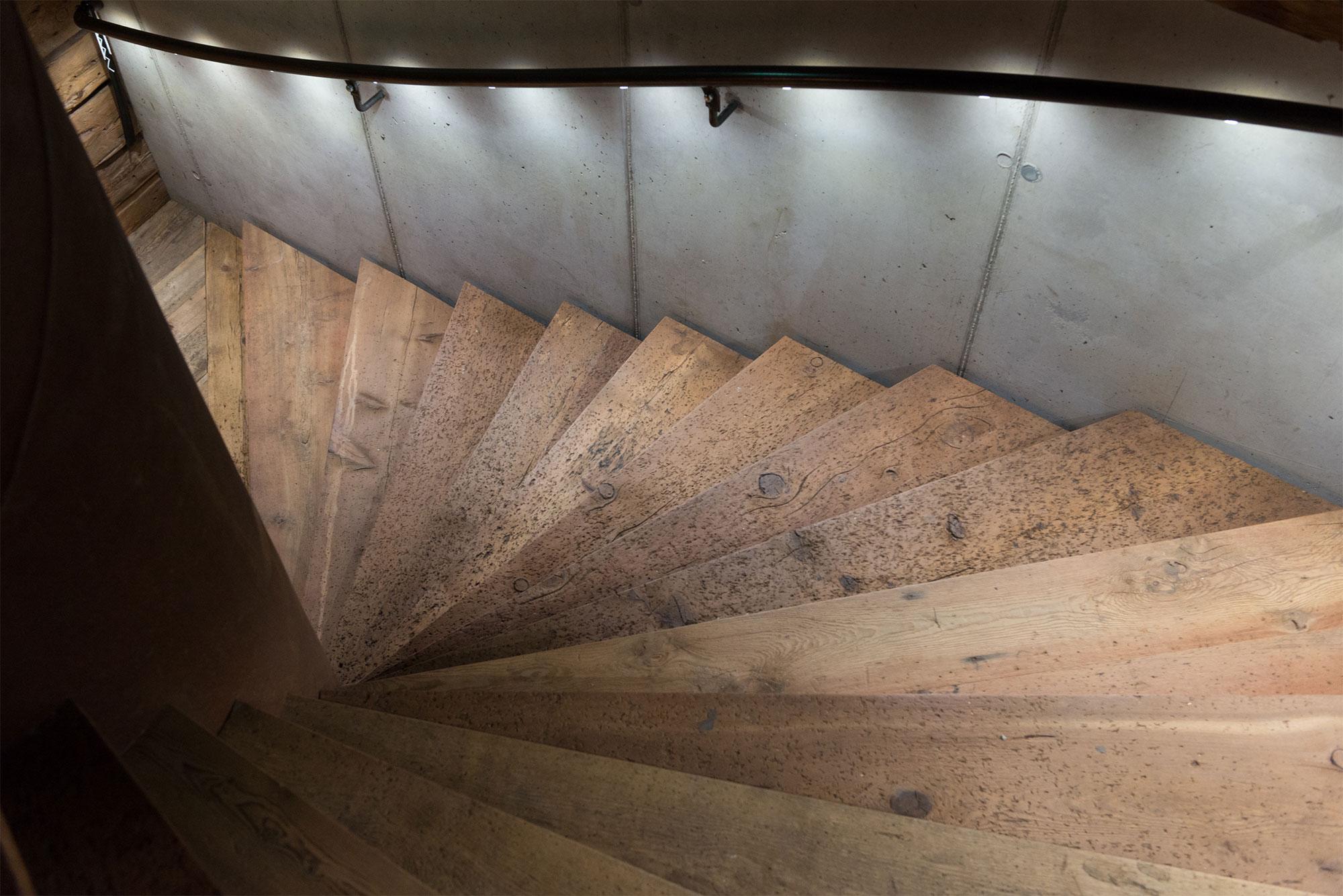 Treppenaufgang Giatla Haus, Foto: Lukas Schaller