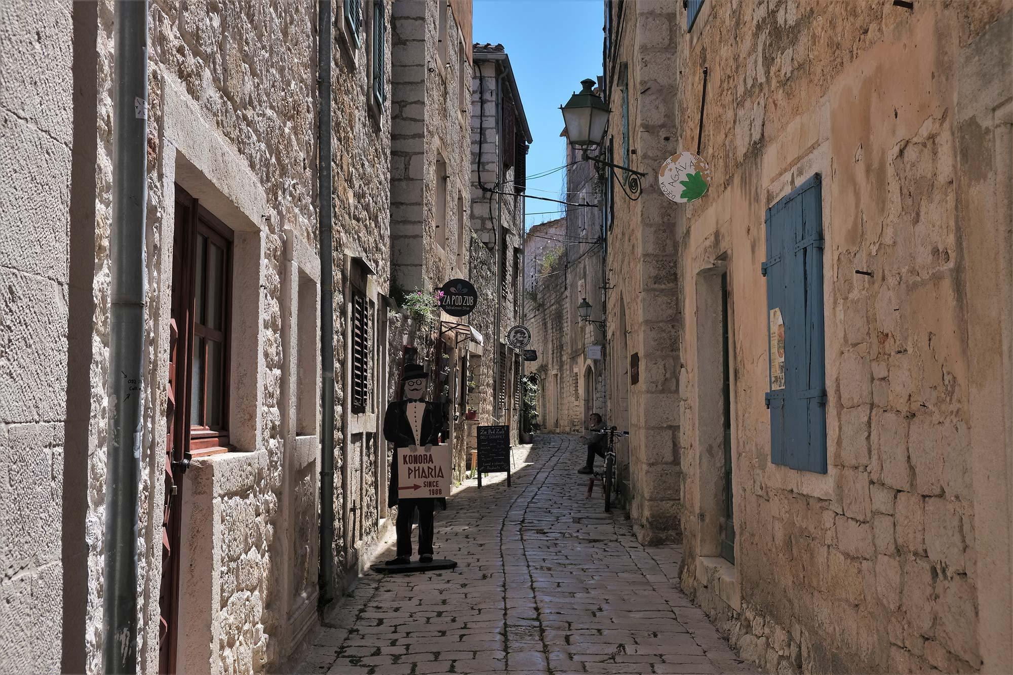 Schlendern durch die Hafenortschaft Starigrad auf Hvar