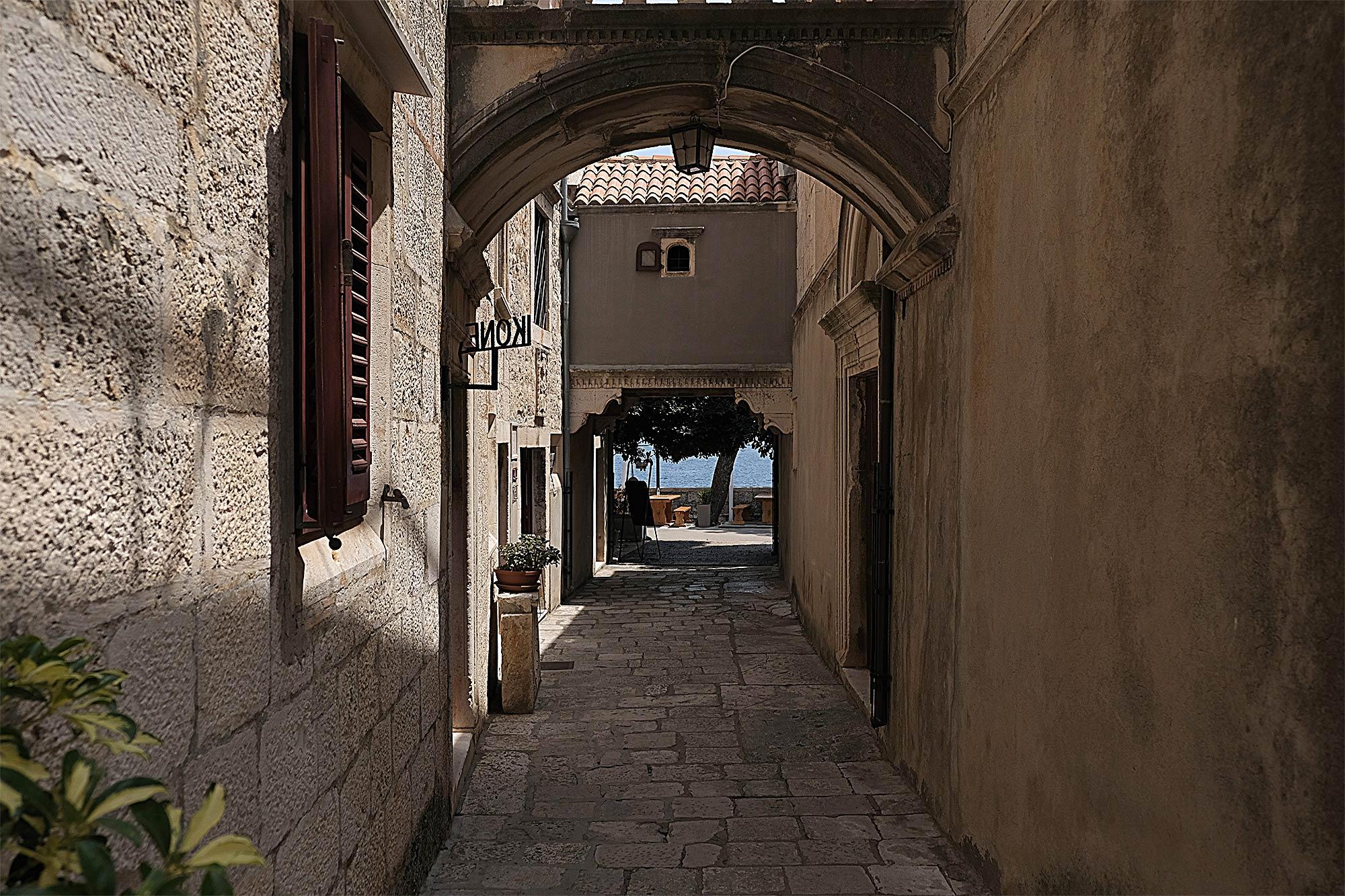 In Korcula kann man sich den ganzen Tag durch die hübschen Straßen treiben lassen