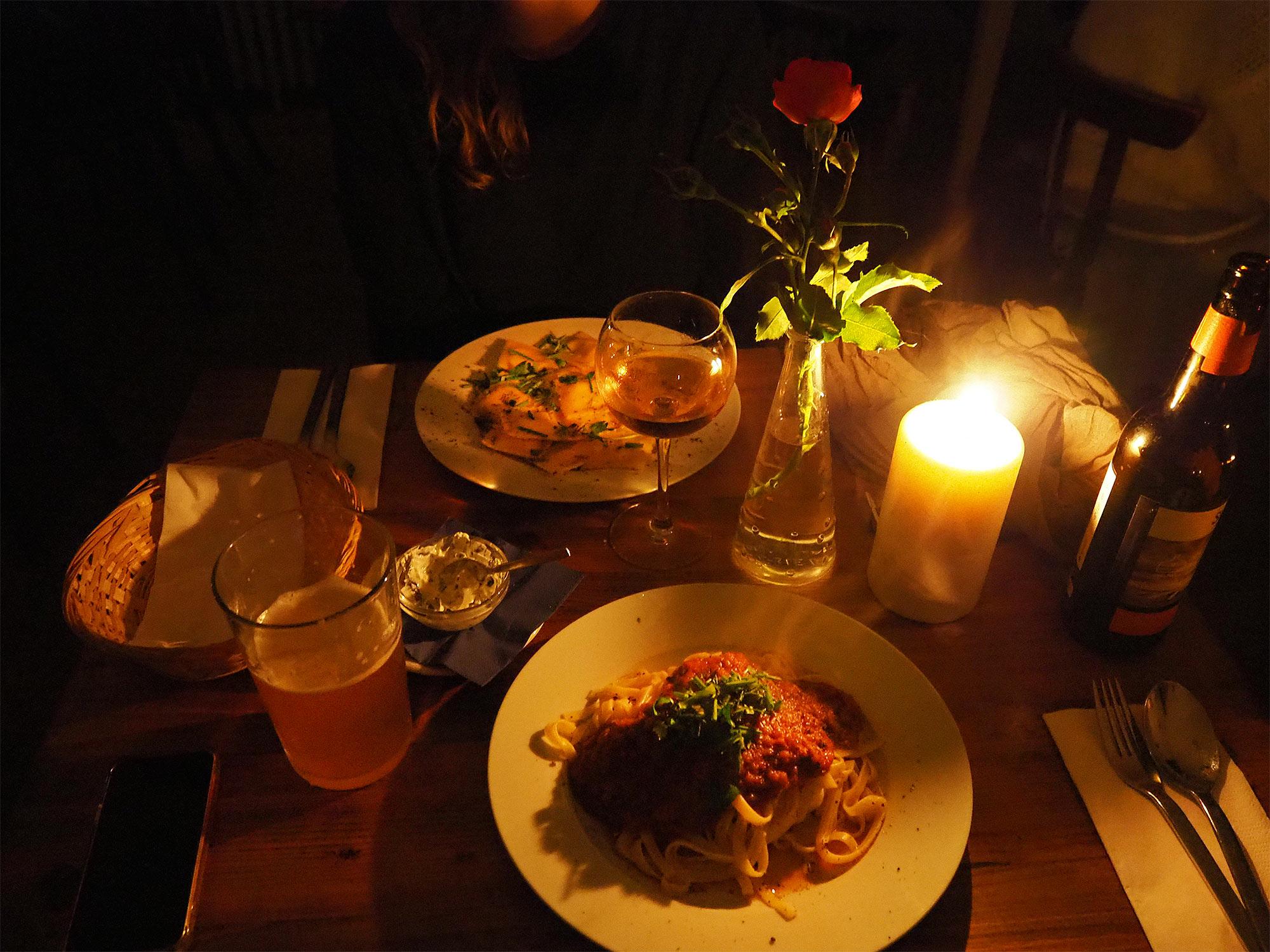 Abendessen im Kerzenlicht